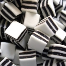 BLACK AND WHITE MINTS 175g.